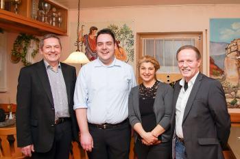 Bürgermeister Joachim Neuß gratulierte der neugewählten Führungsriege des SC Auerbach v.l. Jürgen Neubauer, Karolin Braun und Franz Popp - (Foto: K.H. Schmid)
